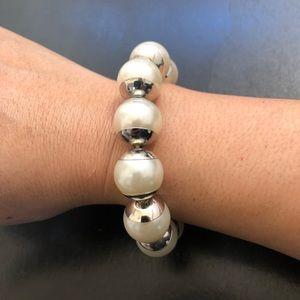 🔴 $5 Vintage Faux Pearl Elastic Bracelet